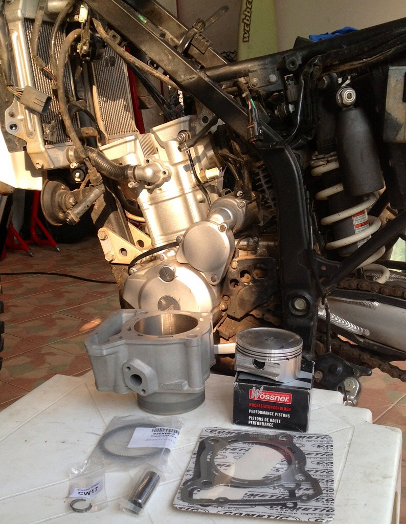Kawasaki Klx 330cc Kustom Kraft Big Bore Install A Diy Guide Wiring Harness Begin By Removing The Fuel Tank And Cylinder Head Cover Bolts Then Remove